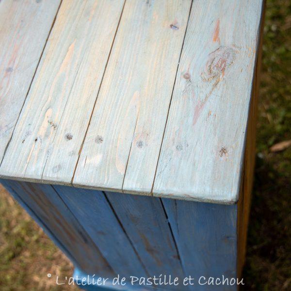 Détail meuble customisé avec peinture naturelle